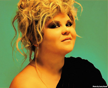 Linda Valori, precedentemente conosciuta artisticamente come Linda (San Benedetto del Tronto, 3 settembre 1978), è una cantante italiana di origini rumene. - lindavalori_1