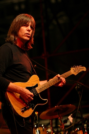 The Yellow Jackets feat. Mike Stern