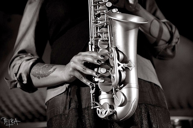 jazzitalia - gallery - matana roberts  sax