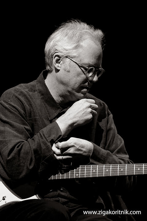 Vinicius Cantuária featuring Bill Frisell - 'Lagrimas Mexicanas'
